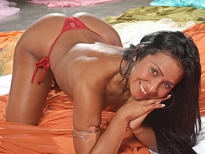 Pretty Latina striptease